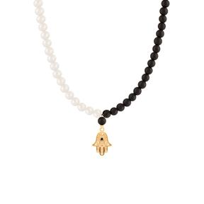 گردنبند طلا سنگی دست طرحدار سیاه و سفید
