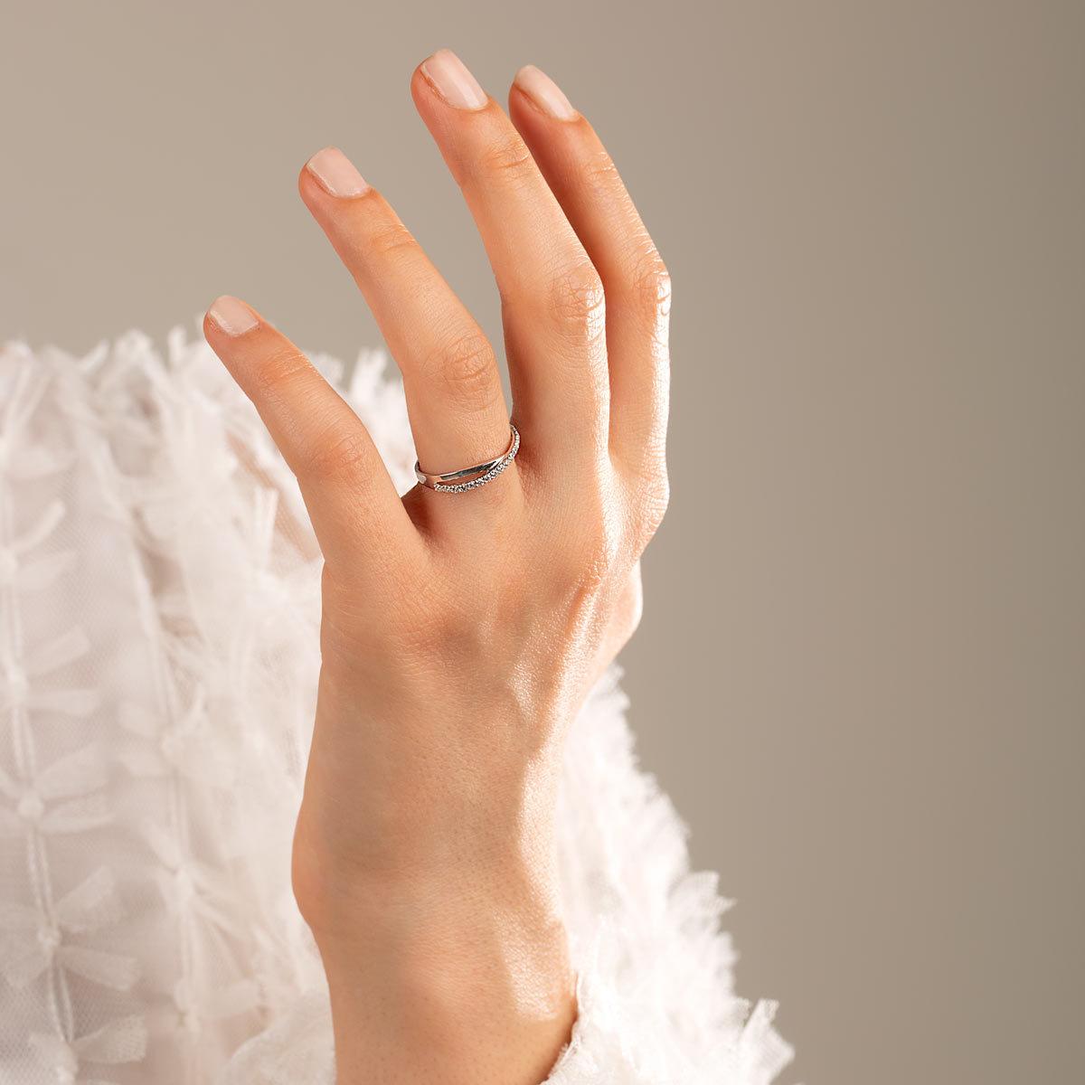 انگشتر طلا سفید ضربدر نگین برلیان